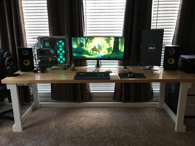 PC_Desk_UltlaWideMonitor35_28.jpg