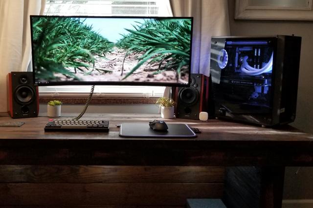 PC_Desk_UltlaWideMonitor35_37.jpg