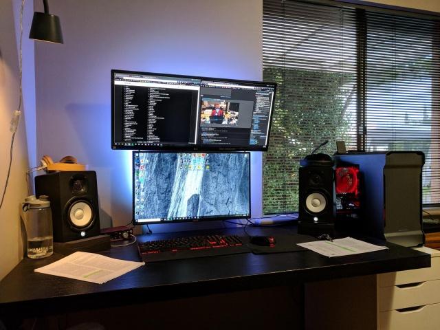 PC_Desk_UltlaWideMonitor35_48.jpg