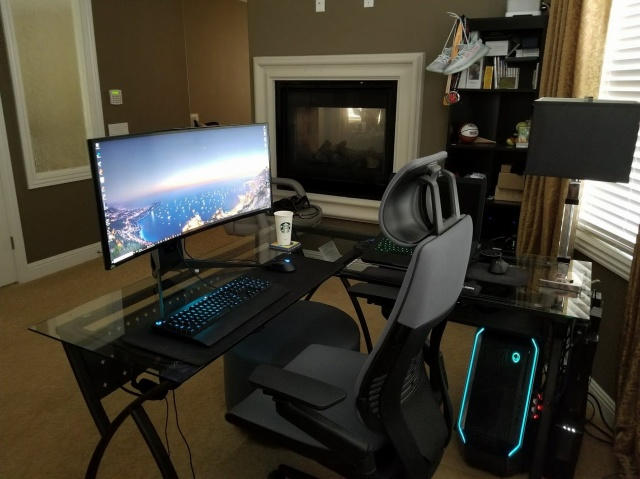 PC_Desk_UltlaWideMonitor35_58.jpg