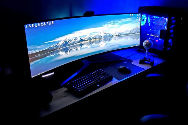 PC_Desk_UltlaWideMonitor35_60.jpg