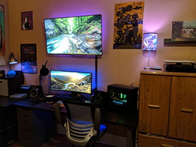 PC_Desk_UltlaWideMonitor35_62.jpg