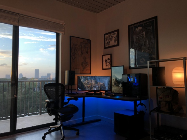 PC_Desk_UltlaWideMonitor35_74.jpg