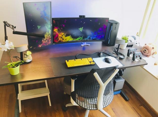 PC_Desk_UltlaWideMonitor35_85.jpg