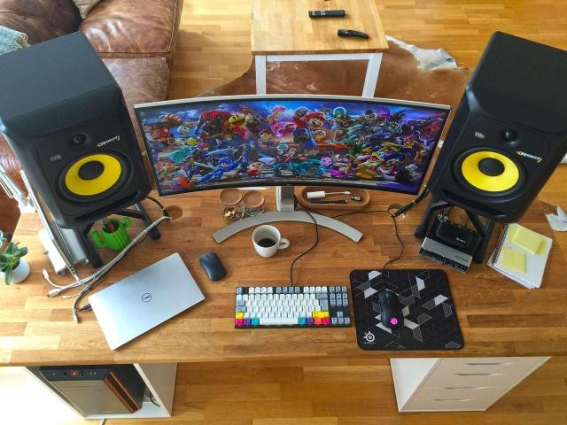 PC_Desk_UltlaWideMonitor35_94.jpg