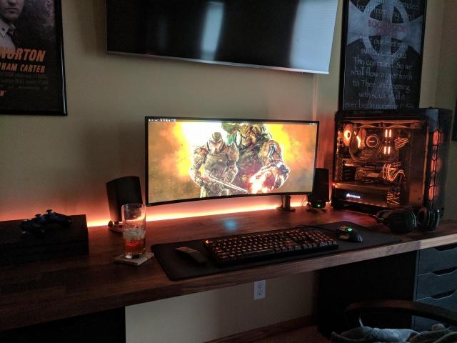 PC_Desk_UltlaWideMonitor35_97.jpg