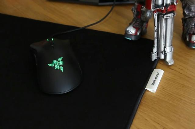 Sennheiser_Mouse_Pad_04.jpg