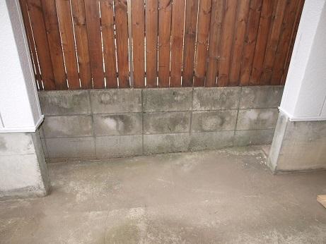 P8310021 ガレージの隙間