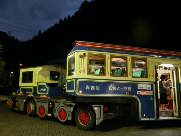 機関車型バス青春号