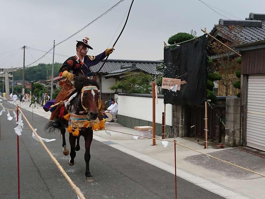 日本の文化を間近で☆鶴岡八幡神社秋季例大祭で行われる「流鏑馬(福岡県田川郡)」