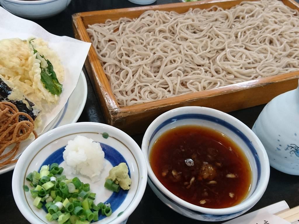 ユニークな板蕎麦とたらいうどん☆天盛と一緒に!「曲渕うどん(福岡市早良区)」